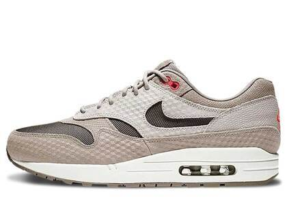 Nike Air Max 1 Cut Out Swoosh Moon Particleの写真