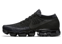Air VaporMax Triple Blackの写真