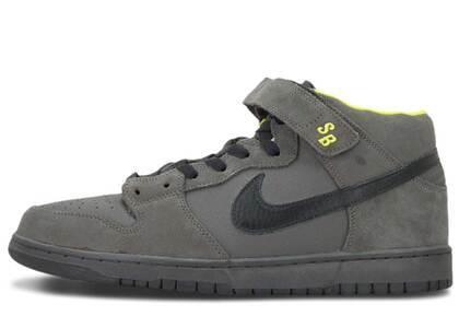 Nike SB Dunk Mid Batmanの写真