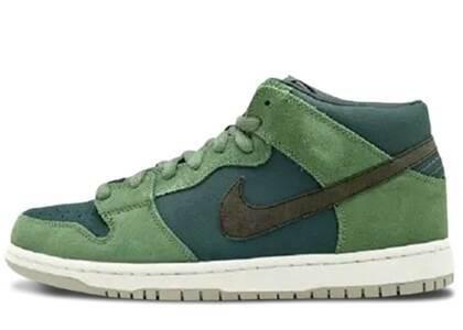 Nike SB Dunk Mid Noriの写真
