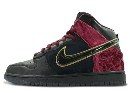 Nike Dunk High Premium SB Bloody Sundayの写真