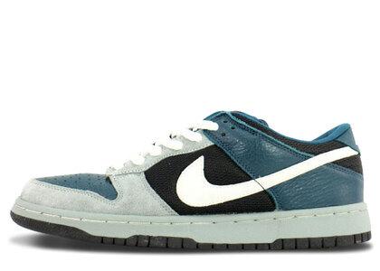 Nike Dunk Low Pro SB Futuraの写真