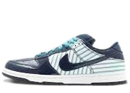 Nike Dunk SB Low Avenger Blue Patentの写真