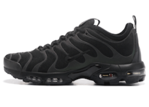 Air Max Plus TN Ultra Triple Blackの写真