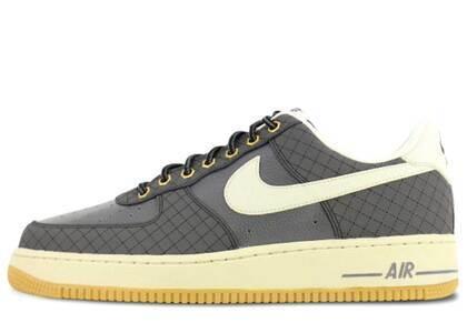 Nike Air Force 1 Low Dark Grey Light Bone Gumの写真