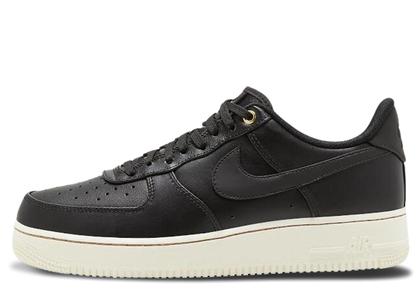 Nike Air Force 1 Low Black Packの写真