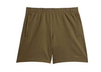 Pharrell Williams × adidas Originals Basics Shorts Gender Neutral Oliveの写真