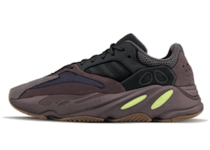 Adidas Yeezy  Boost 700 Wave Runner Dark Greyの写真