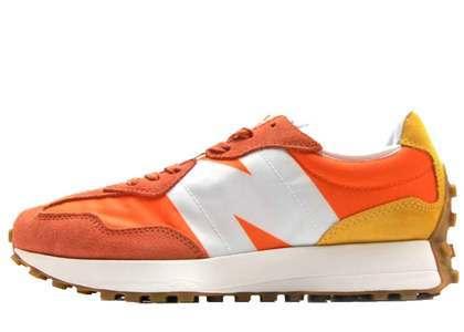 New Balance 327 Orangeの写真