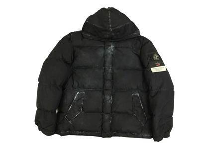 Supreme Stone Island Painted Camo Crinkle Down Jacket Blackの写真