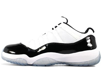 Nike Air Jordan 11 Retro Low Concordの写真