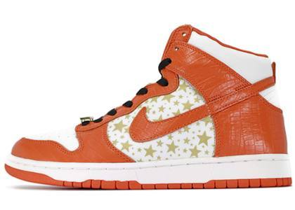 Supreme × Nike SB Dunk High Pro  Orange Starsの写真