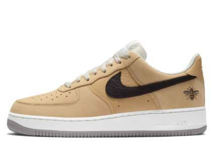 Nike Air Force 1 Low Manchester Beeの写真