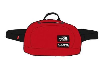 Supreme × The North Face Faux Fur Waist Bag Redの写真