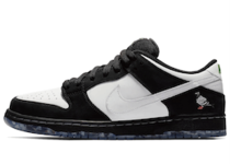 "Staple x Nike SB Dunk Low ""Panda Pigeon""の写真"