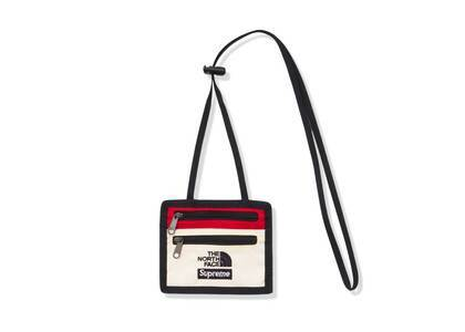 Supreme The North Face Expedition Travel Wallet Whiteの写真