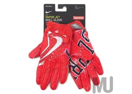 Supreme Nike Vapor Jet 4.0 Football Gloves Redの写真