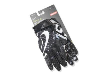 Supreme Nike Vapor Jet 4.0 Football Gloves Blackの写真
