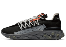 Nike ISPA React Low Blackの写真