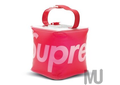 Supreme LuminAID Packlite Nova USB Redの写真