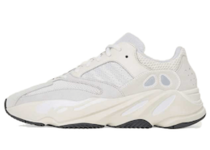 Adidas Yeezy Boost 700 Analogの写真