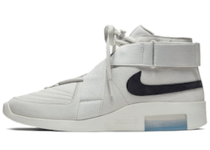 Nike Air Fear of God Raid Light Boneの写真