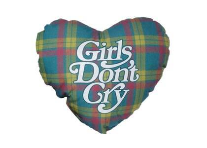 Isetan × Girls Don't Cry Heart Pillowの写真