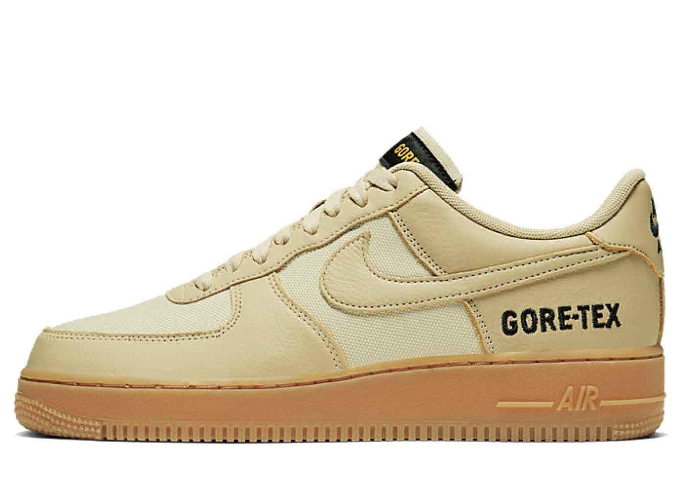 Nike Air Force 1 Low Gore-Tex Team Goldの写真