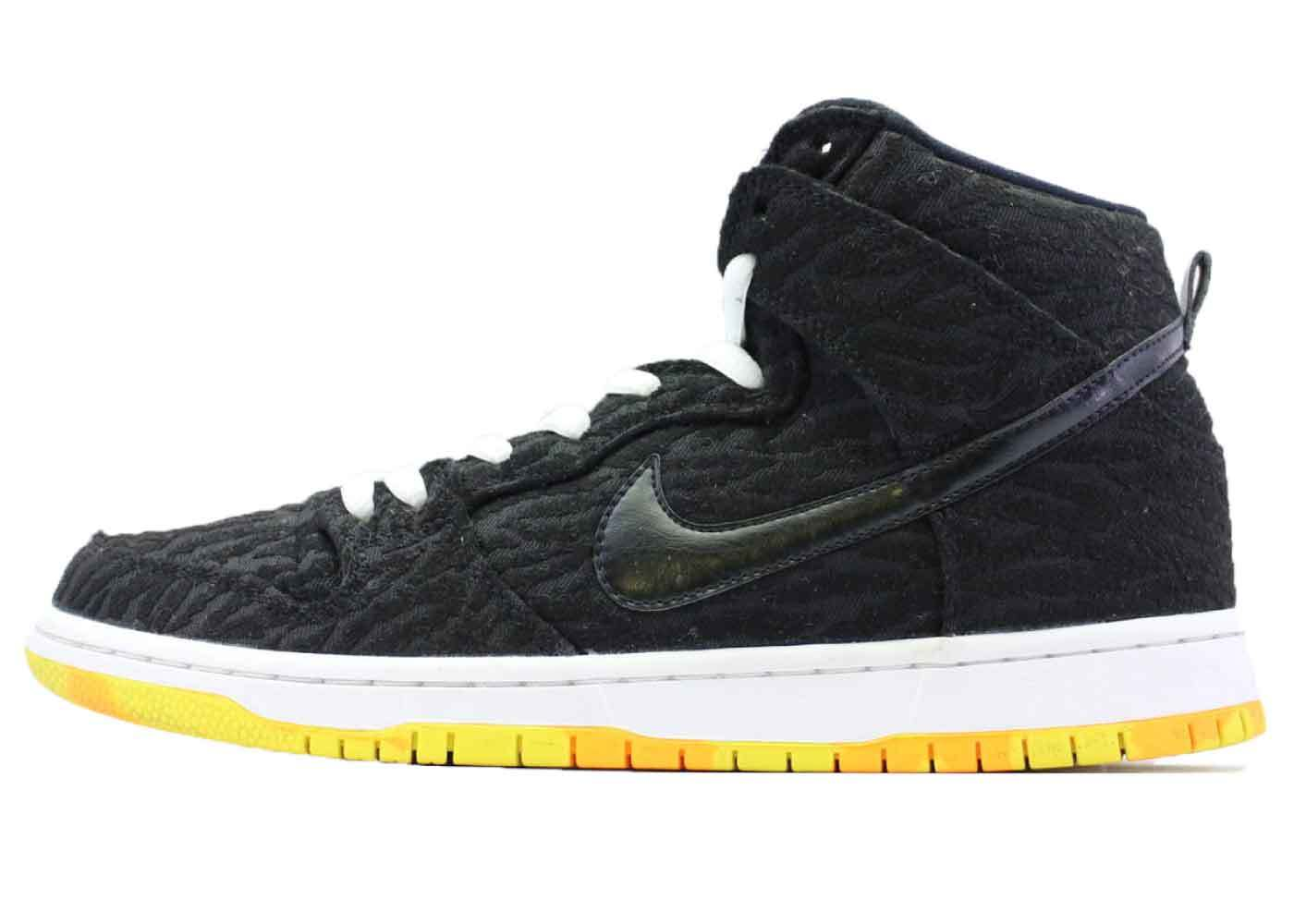 Nike SB Dunk High Skunkの写真