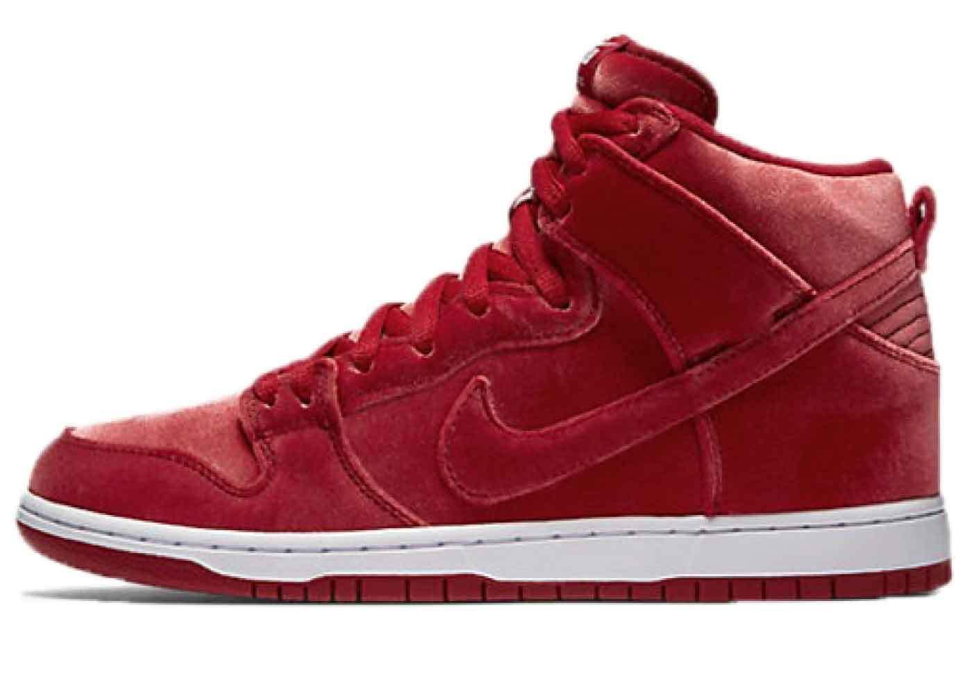Nike SB Dunk High Red Velvetの写真