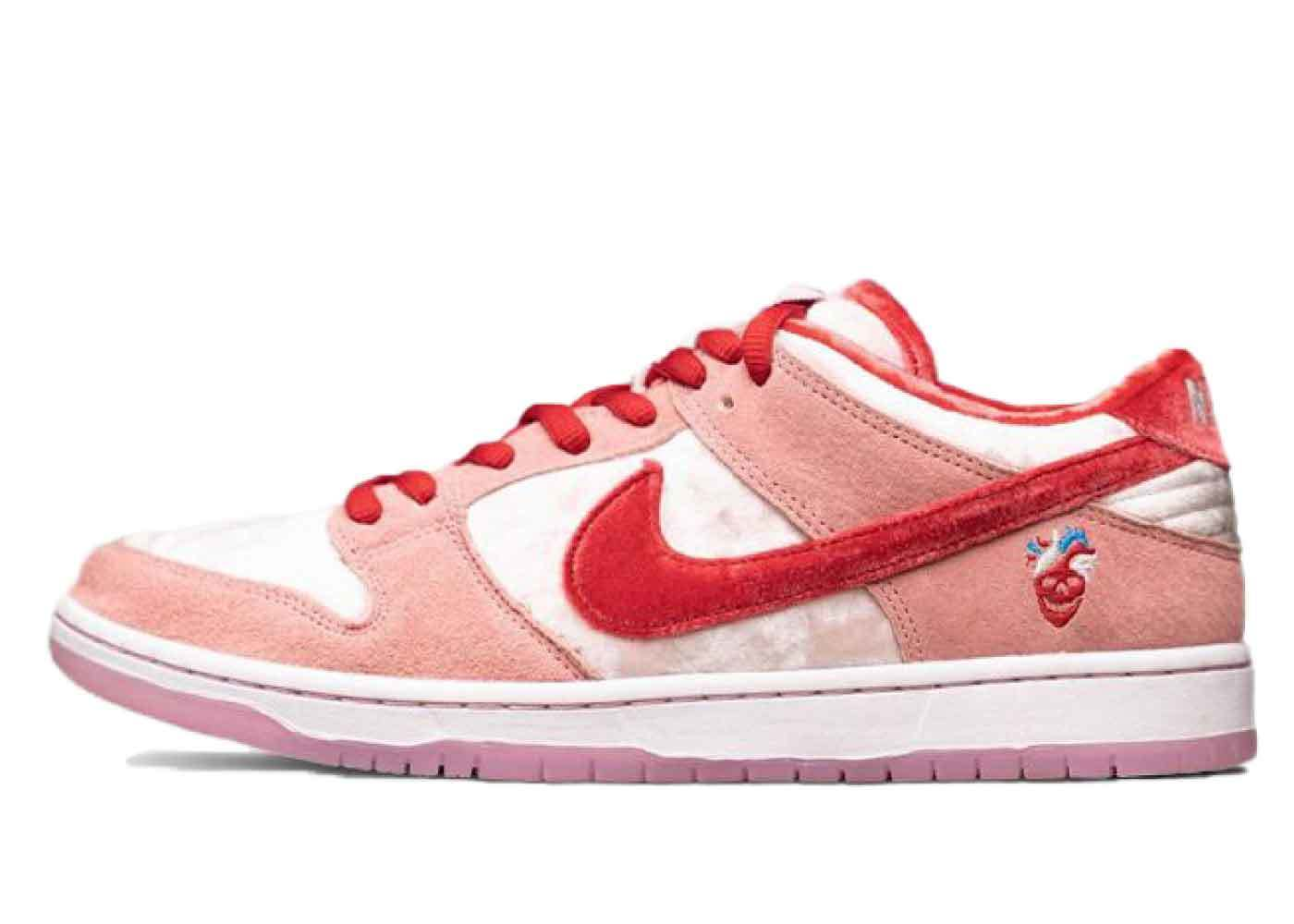 StrangeLove x Nike SB Dunk Low Valentine Dayの写真