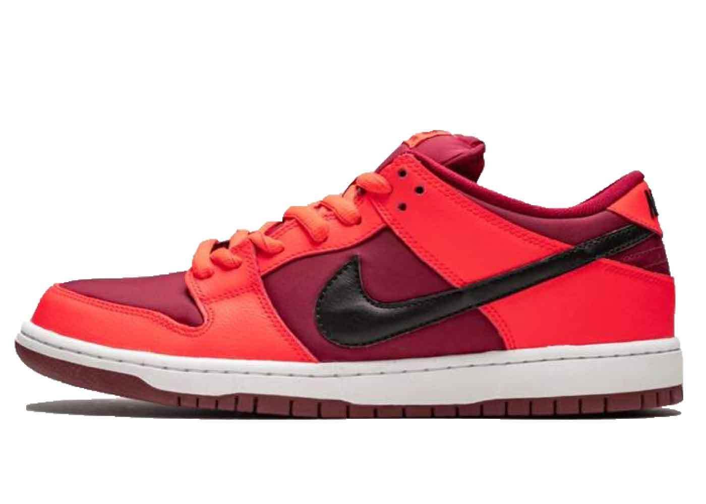 Nike SB Dunk Low Laser Crimsonの写真