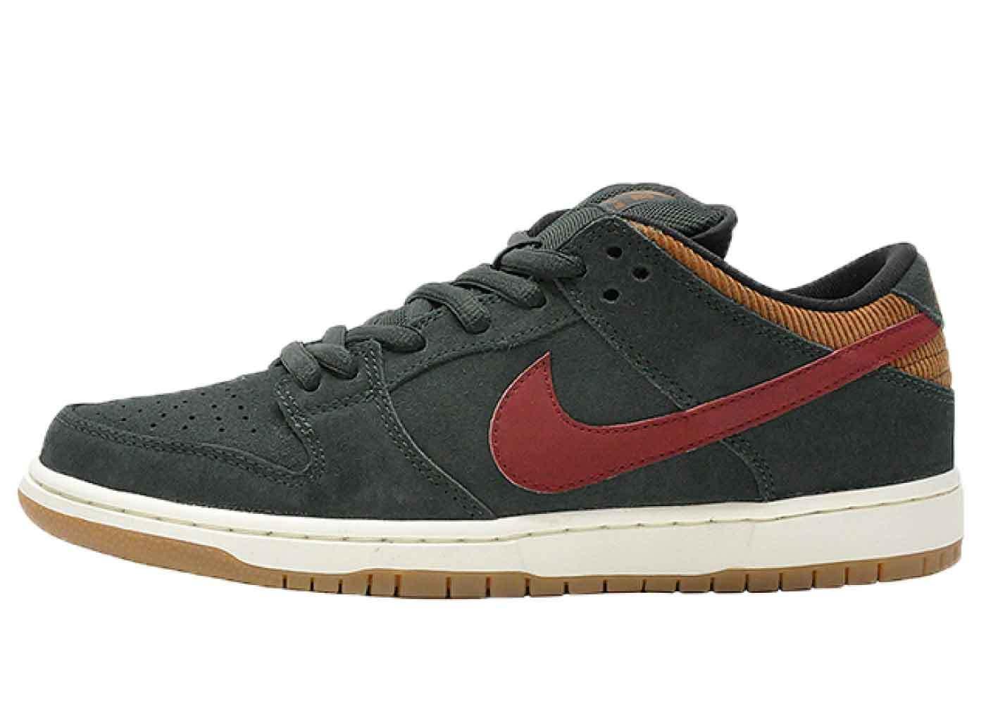 Nike Dunk SB Low Corduroy Ale Brownの写真
