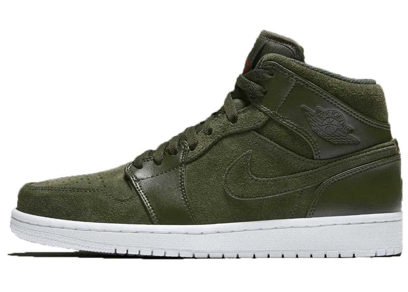 Nike Air Jordan 1 Retro Mid Sequoiaの写真