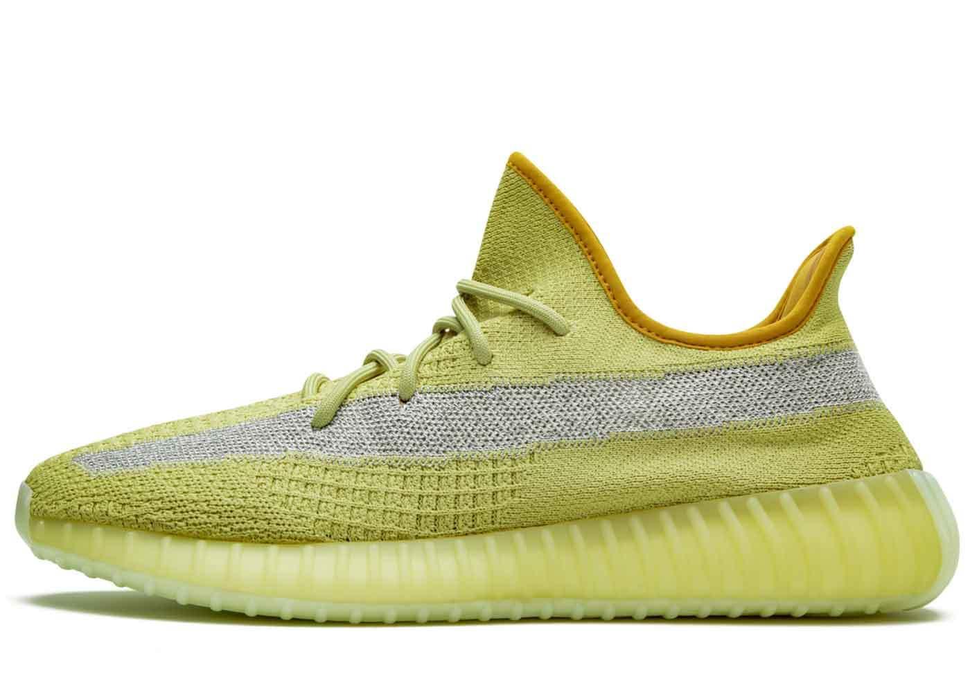 Adidas Yeezy Boost 350 V2 Marchの写真
