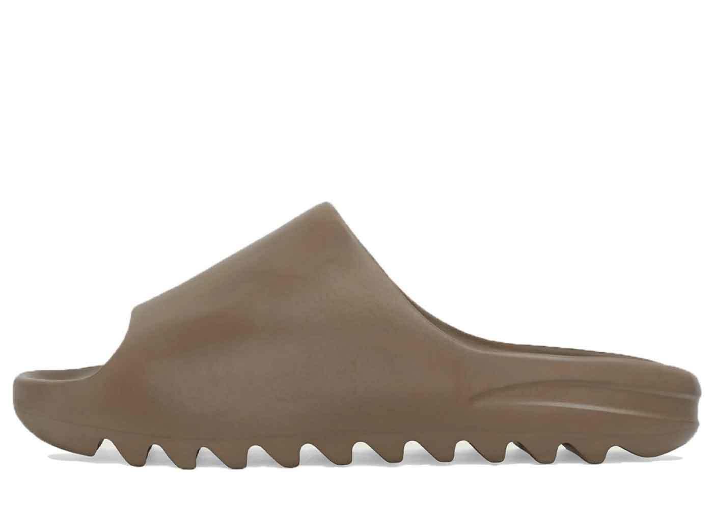 Adidas Yeezy Slide Earth Brownの写真