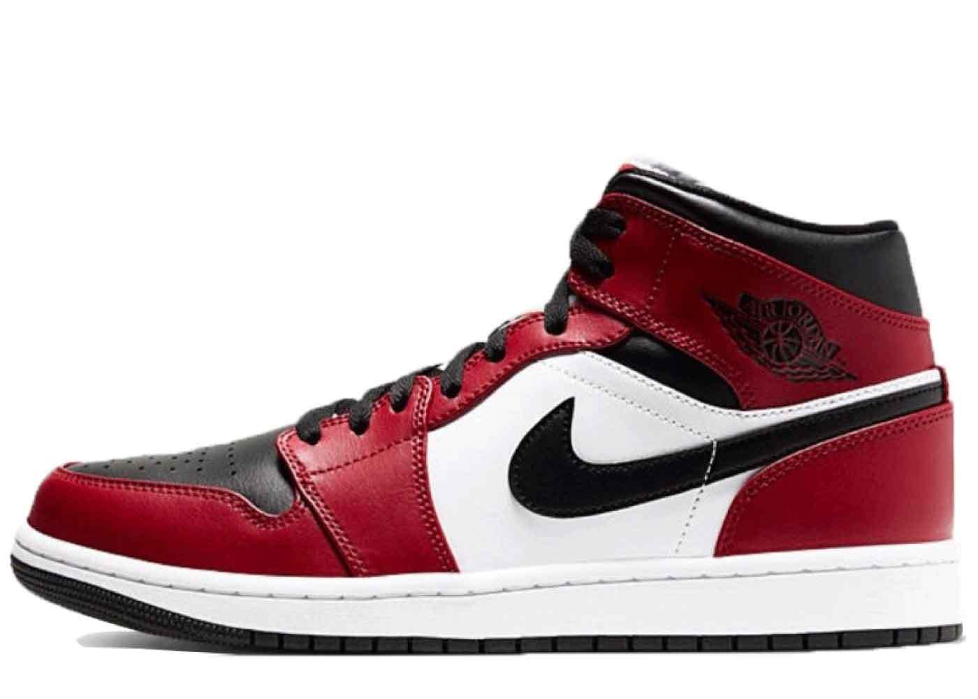 Nike Air Jordan 1 Mid Chicago Black Toeの写真