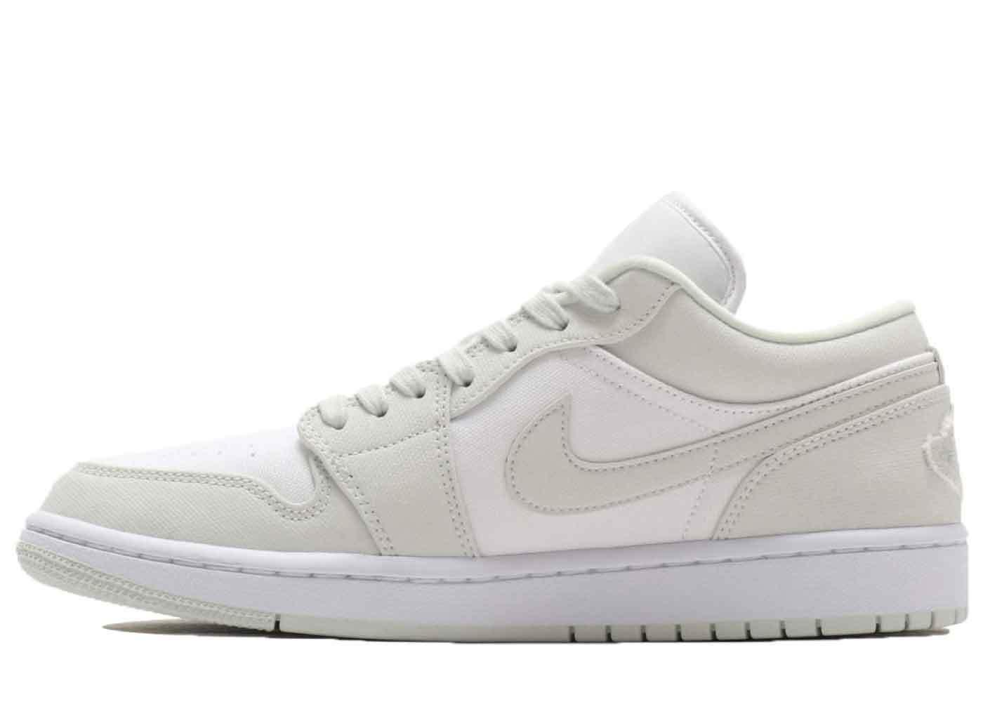 Nike Air Jordan 1 Low White/Spruce Aura Womensの写真