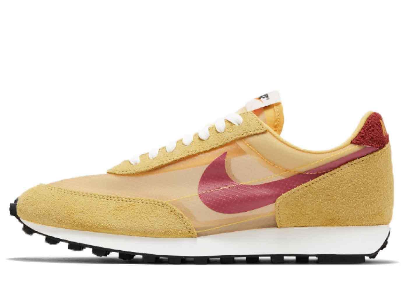 Nike Daybreak Topaz Goldの写真