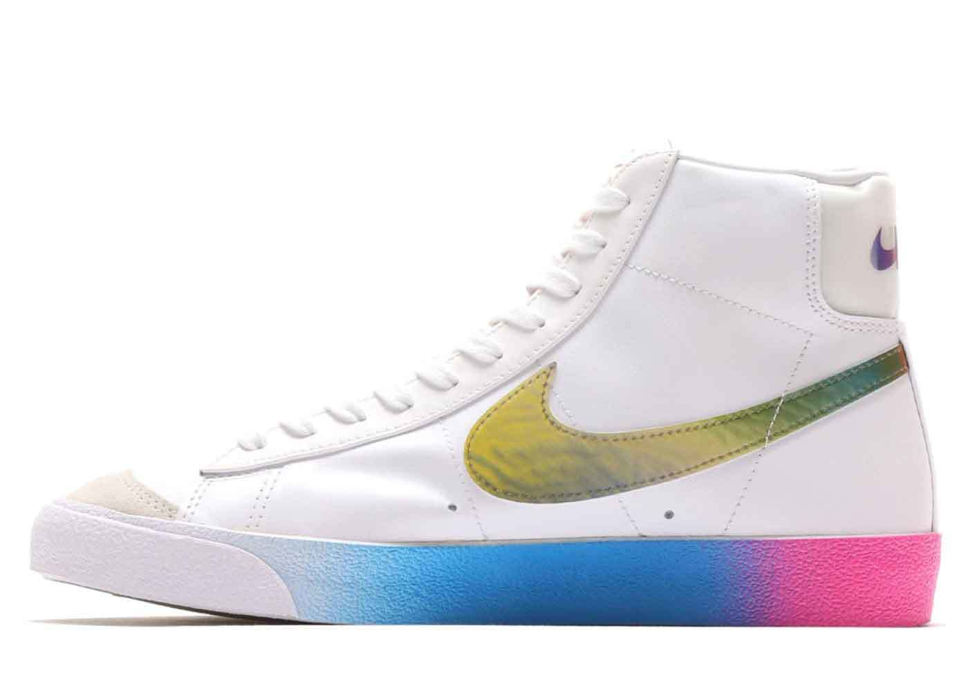 Nike Blazer Mid 77 Vintage White Bright Cactusの写真
