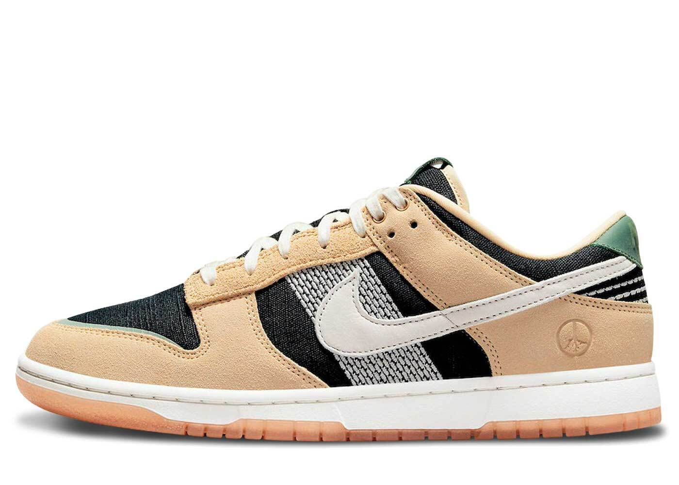 Nike Dunk Low Rooted in Peaceの写真