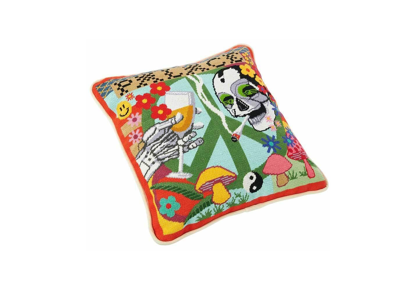 Palace Hippy Salute Cushion Multicolor (SS21)の写真