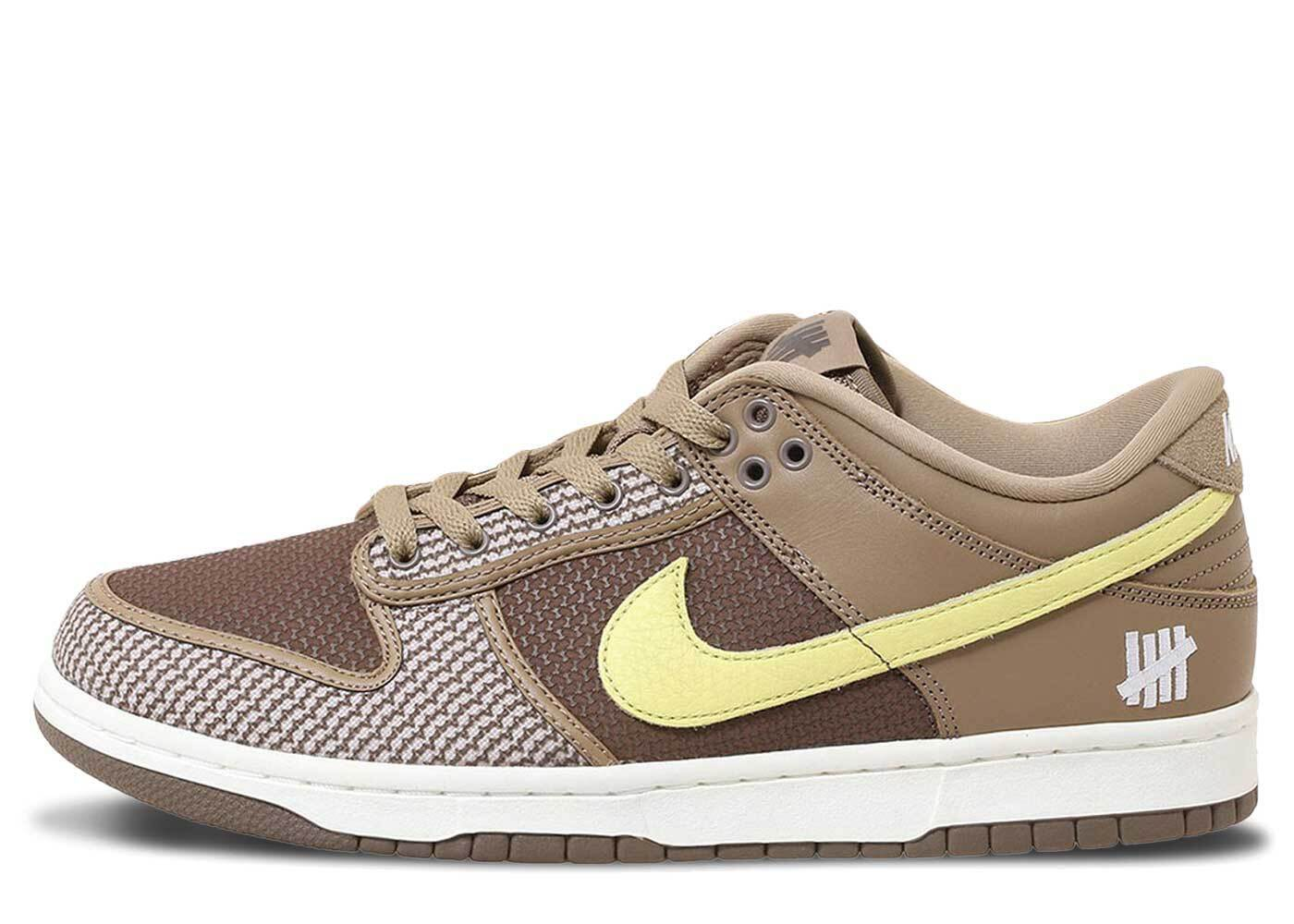 Undefeated × Nike Dunk Low SP Brownの写真