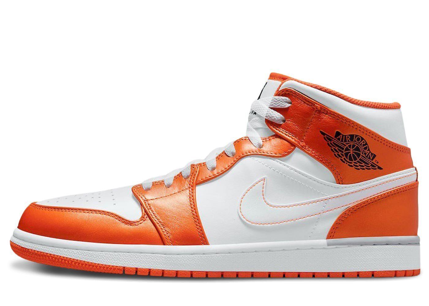 Nike Air Jordan 1 Mid SE White Orangeの写真