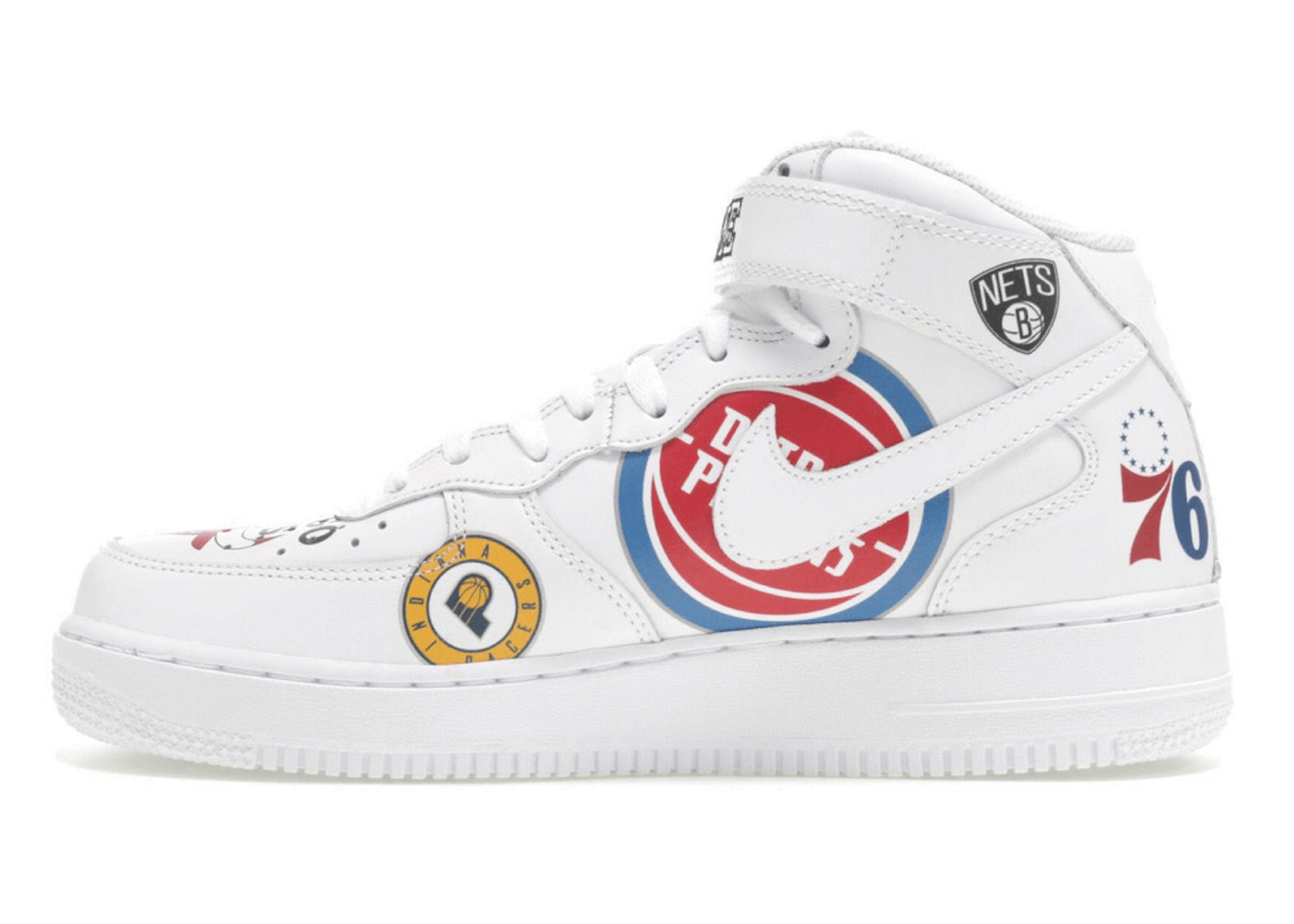 SUPREME × NBA × NIKE AIR FORCE 1 MID 2018 WHITEの写真
