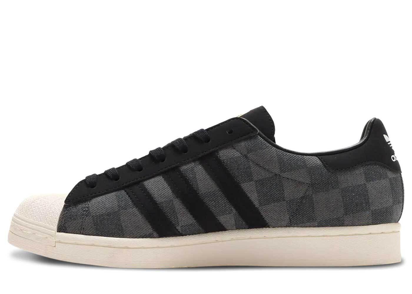 Atmos × adidas Superstar Gray Blackの写真