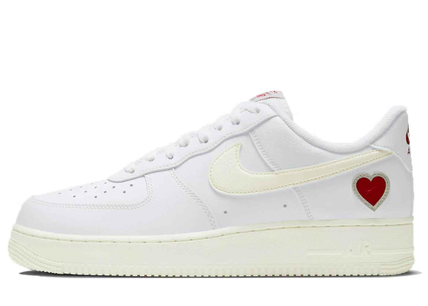 Nike Air Force 1 Low Valentine's Day (2021)の写真